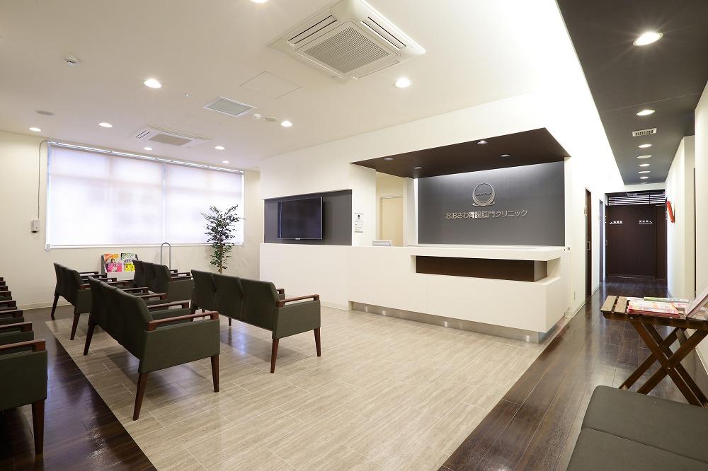診察室前の廊下